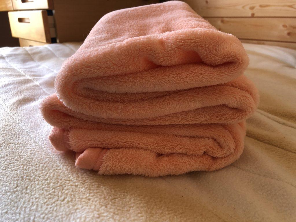 折りたたまれた毛布